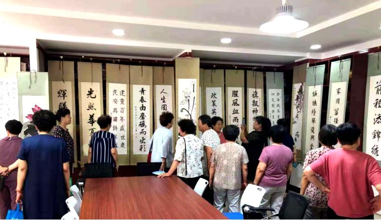 和治友德支持天津华明第五社区举办建党百年书画展