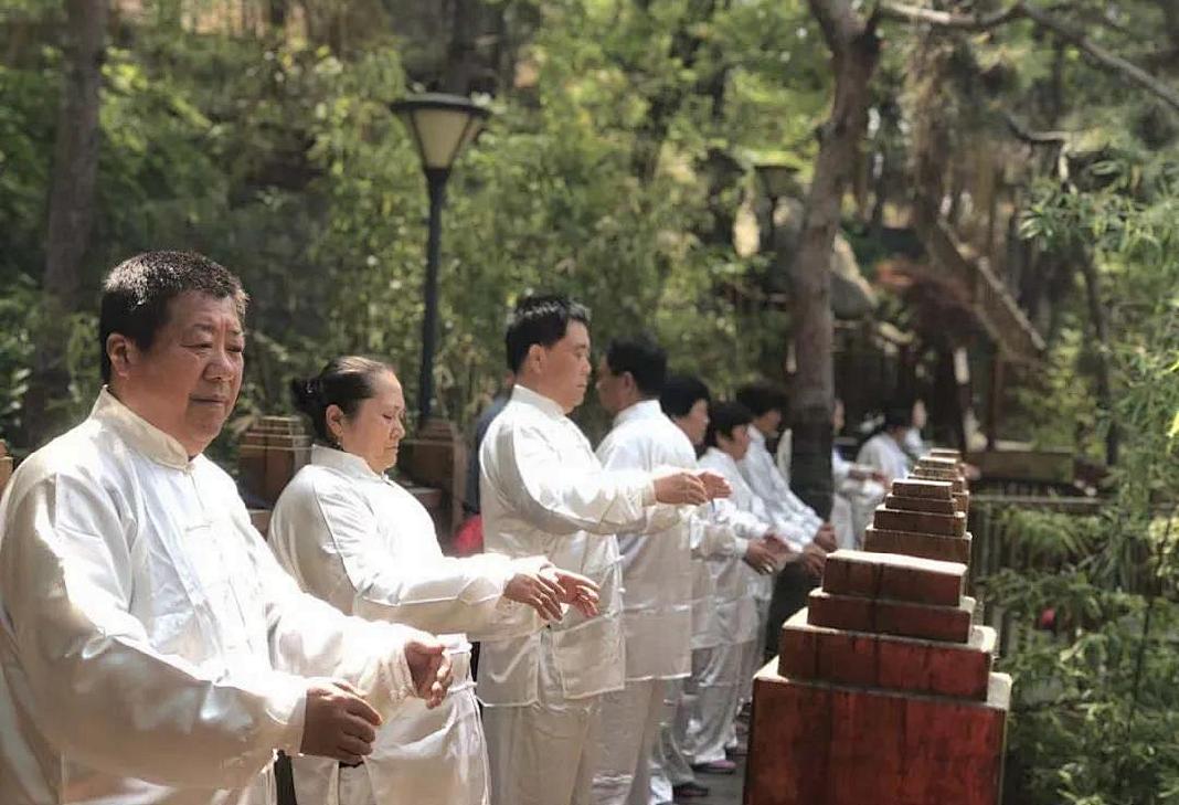 尊老敬老 健康先行——卫康集团赴临沂大学开展重阳节慰问活动